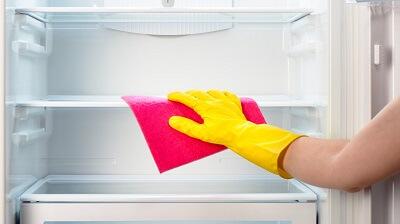خطوات تنظيف الثلاجة