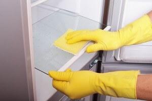 نصائح شركة النقاء لايت لتنظيف الثلاجة